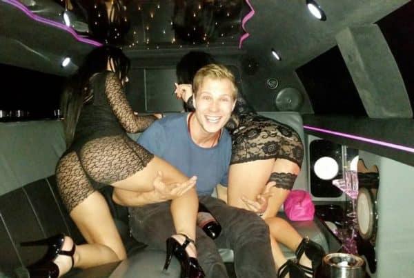 Stripteaseuses en limousine